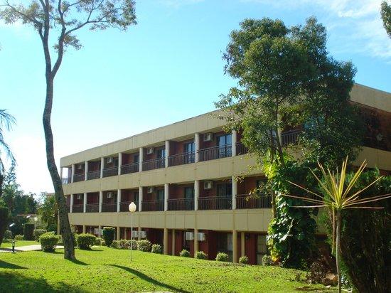 Exe Hotel Cataratas: Vista desde del hotel desde el área recreativa