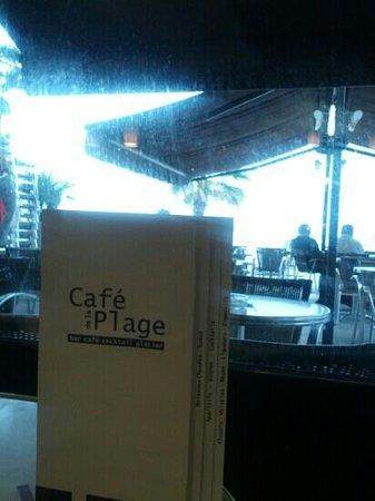 Restaurant Cafe de la Plage : vu le temps de ce printemps, on est bien à l'intérieur.