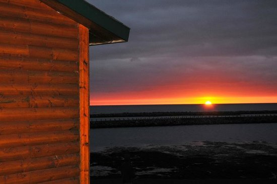 Gros Morne Cabins: Sunset