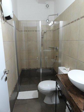 Zimmer Mantur: Beautiful bathroom