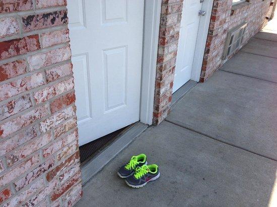 Seven Gables Inn: Grace's shoes outside room!