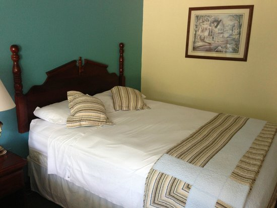 Seven Gables Inn: Bed