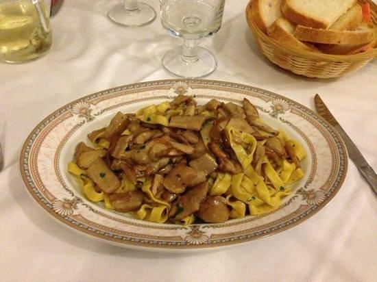 Trattoria Anna: funghi con tagliatelle...ahahahah