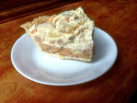 Johns Brook Lodge: Ice cream apple pie.