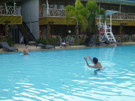 Malapascua Legend: swimming pool