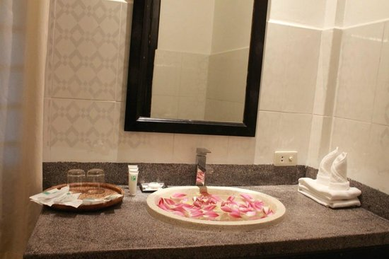 The Moon Boutique Hotel: Washbasin