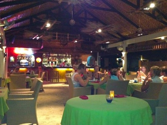 Malapascua Exotic Bar & Restaurant : nice setting and mood lighting
