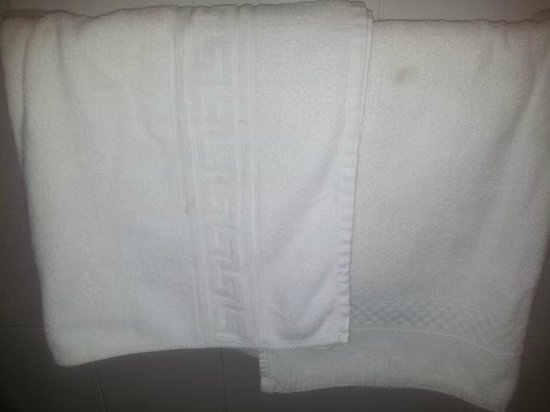 Sliema Chalet Hotel: dirty new towels
