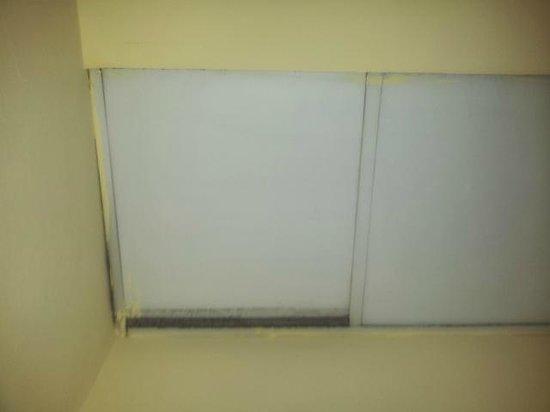 Sliema Chalet Hotel: ceiling