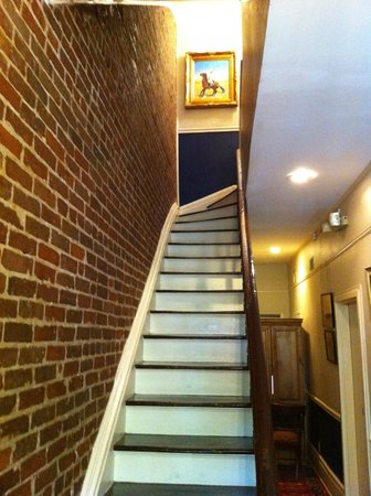 Savannah Bed & Breakfast Inn: Stairs going up to Turkish Room