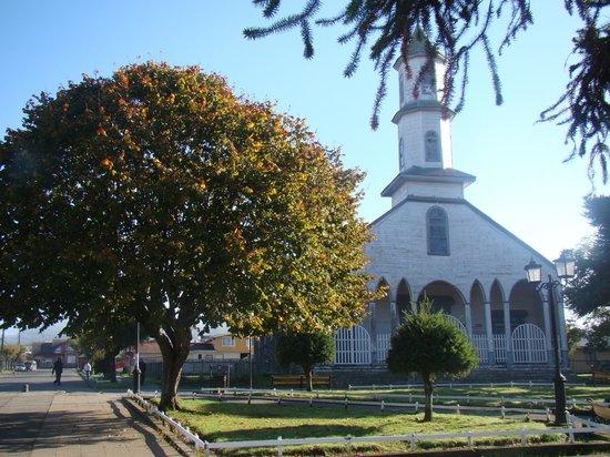 Nuestra Senora de los Dolores Church: Igreja a partir da praça