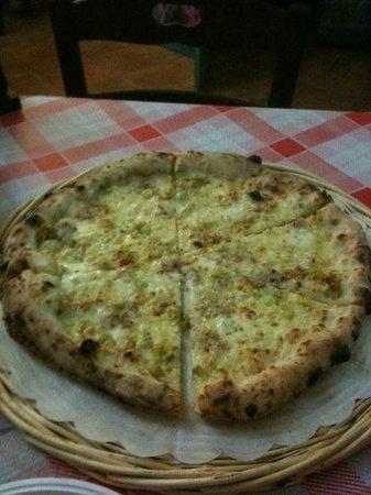 Battipaglia, İtalya: Pizza bianca,fiori di zucca e pancetta, mozzarella
