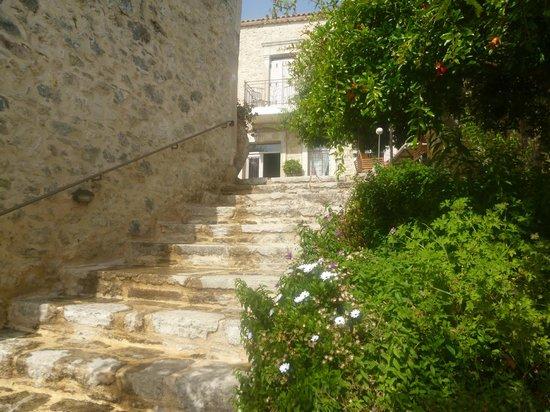 Villa Kerasia: l'escalier d'accès à la maison