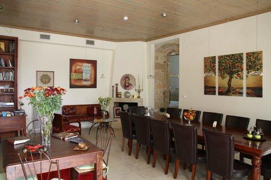 Villa Kerasia: la salle du petit déjeuner et le salon