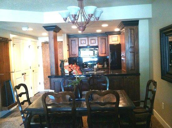 Shadow Ridge Resort Hotel : Amazing kitchen area