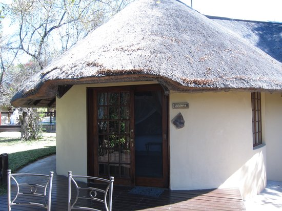 Elephant Plains Game Lodge: Rondavel