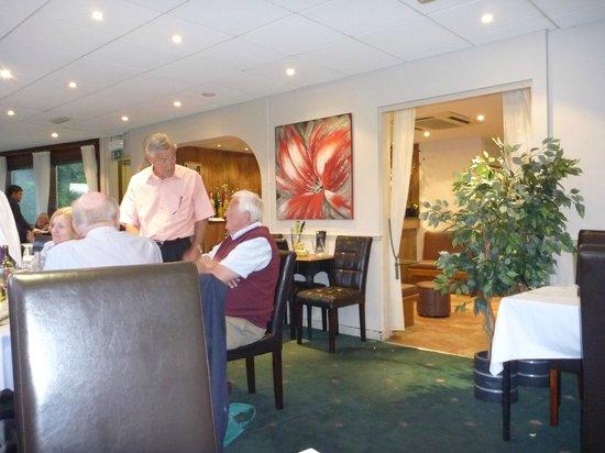 Gazis Indian Restaurant: Inside Seating Area