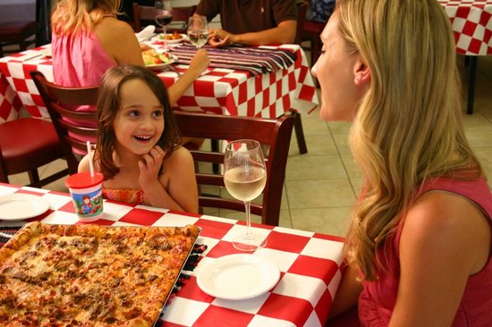 Gator'z Pizza and Wings: Pizza at Gatorz Pizza inside Hilton Head Island Beach & Tennis Resort