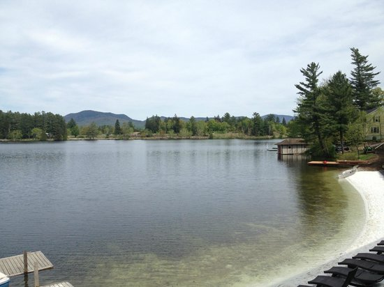 Golden Arrow Lakeside Resort: Another view of the lake