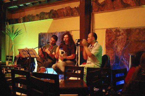 Cirano: Musica en vivo de Jueves a Sabado