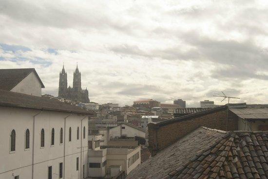 Hostal Quito Cultural: Vista desde el balcón hacia el centro histórico.