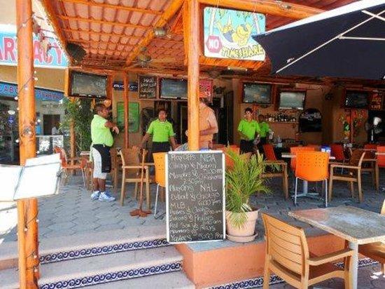Mango Cantina: Sports bar