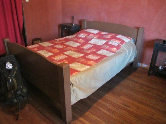 Hotel Le Vahiny : Big bed