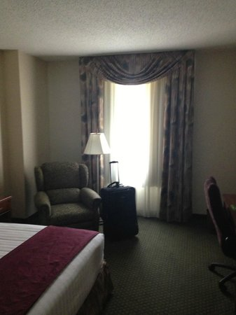 Drury Inn & Suites Charlotte Northlake: Room