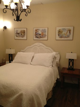 A Touch of English Bed & Breakfast: Comfy new bed!