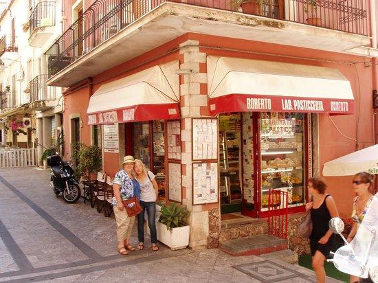 Taxi Taormina Romano Day Tours : Best canollis in Taormina  mmm....