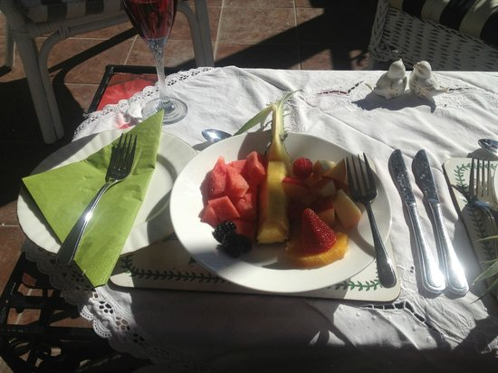 A Touch of English Bed & Breakfast: fresh fruit plate