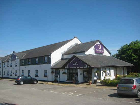 Premier Inn Stirling South (M9, J9) Hotel: Front entrance to hotel