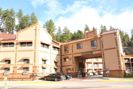 Mt. Rushmore's Washington Inn & Suites: Keystone is the destination place