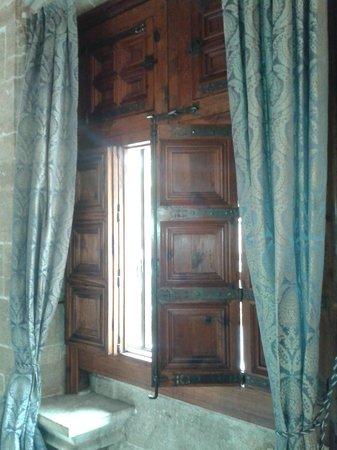 Tours Valencia Day Tours: Particolare della finestra della Loija