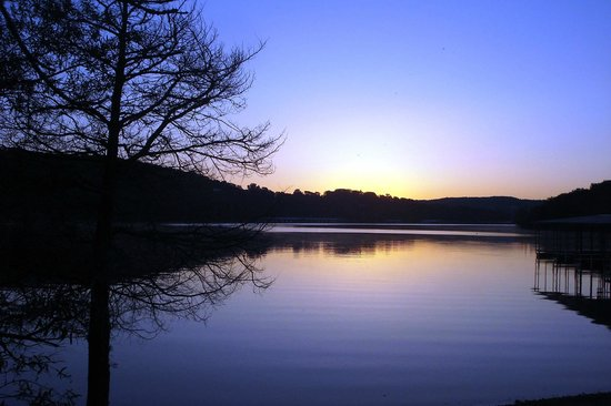 Holiday Inn Club Vacations Ozark Mountain Resort: Sunrise on the Lake