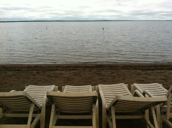 Ruttger's Birchmont Lodge: View from the main beach right out in front of the lodge