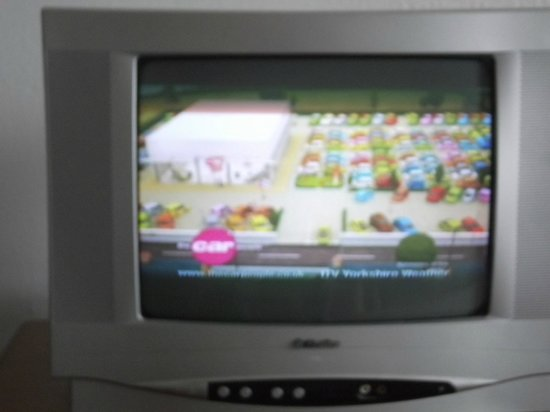 Hotel Talayot: Dated Tv...see picture actual size