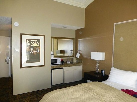 Best Western Plus Corte Madera Inn: View of room towards fridge