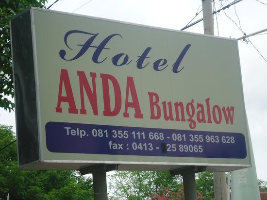 Anda Bungalows : The sign outside