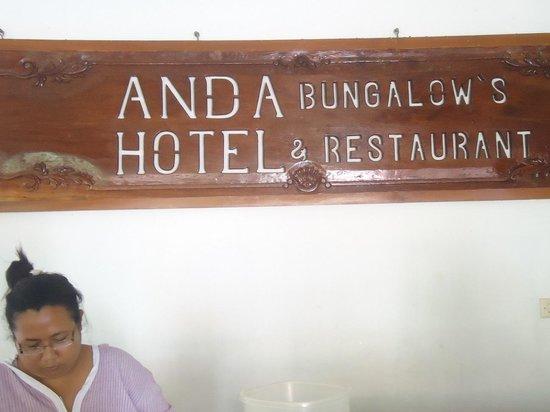 Anda Bungalows : The Reception desk