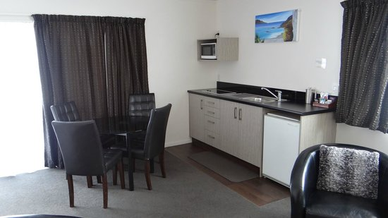 Arista of Rotorua: Well equipped big kitchen/dining area