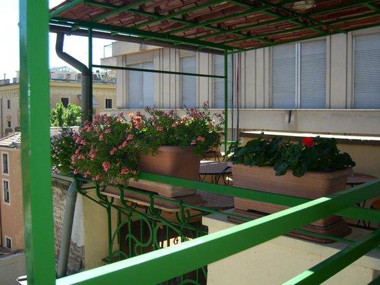 Colors Hotel : terrazzino al terzo piano fruibile dai clienti