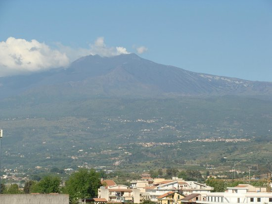 Caesar Palace Hotel Taormina: Mount Etna view from the Hotels roof top