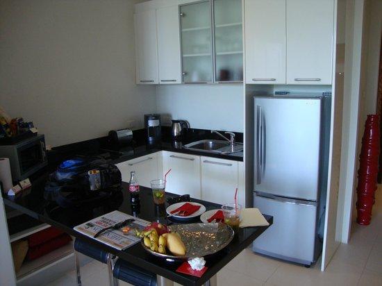 Beach Republic The Residences: Club suite kitchen area