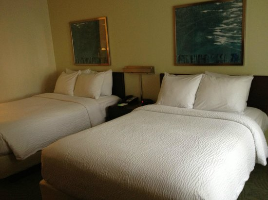 SpringHill Suites Nashville Airport: Room 108 - 2 Double beds