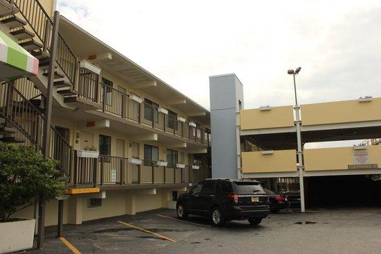 Best Western Plus Virginia Beach: The 'poor' side of this hotel !