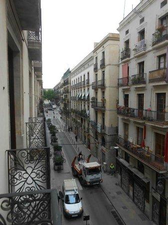 Hotel Ciutat de Barcelona : kamer 3e verdiep straatkant links
