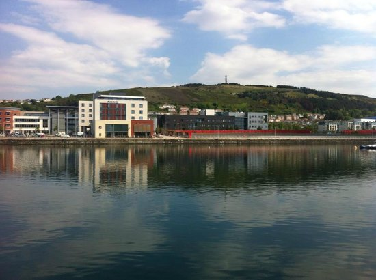 Premier Inn Swansea Waterfront Hotel: View of the marina