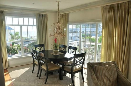 Mainsail Beach Inn: Dining Area