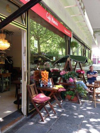 Cafe Minouche: getlstd_property_photo